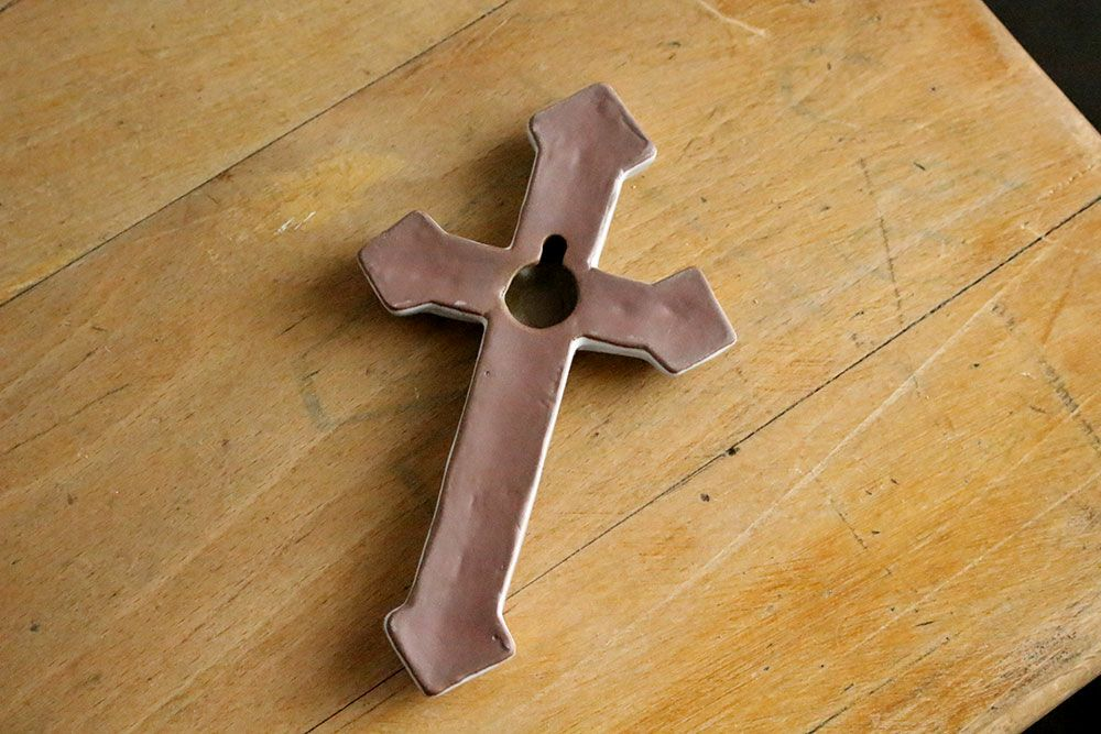 AS POTTERY / CROSS