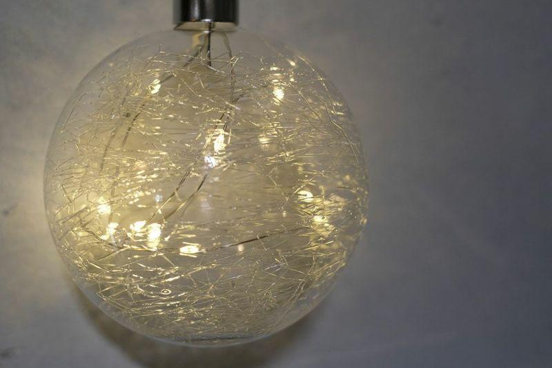 LEDの入ったガラスオーナメント
