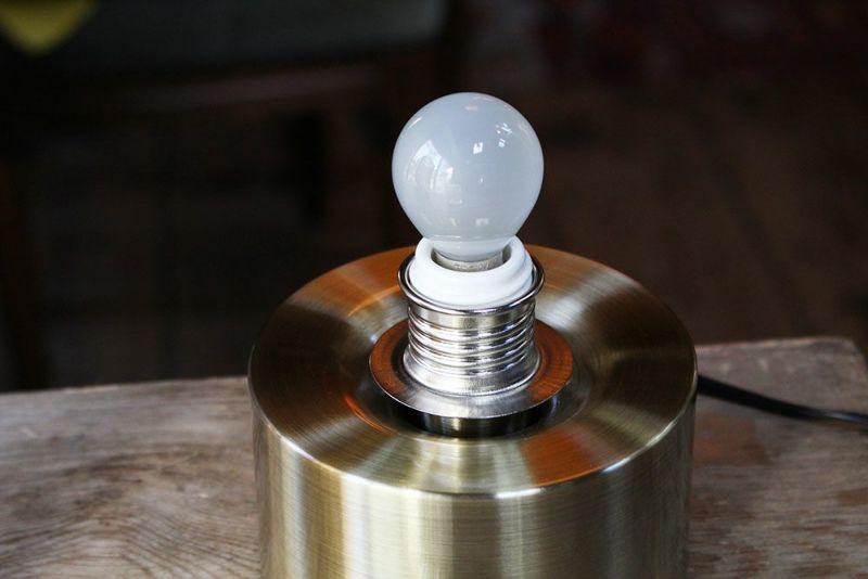 白熱電球付き