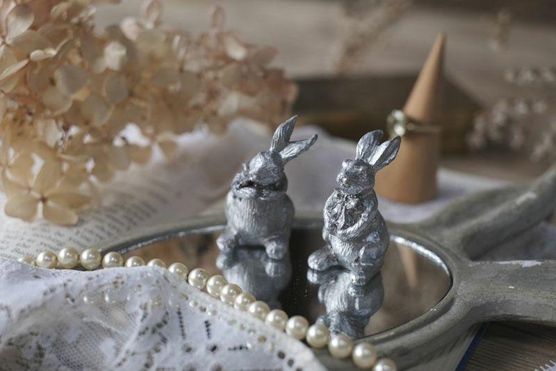 小さなウサギのオブジェ