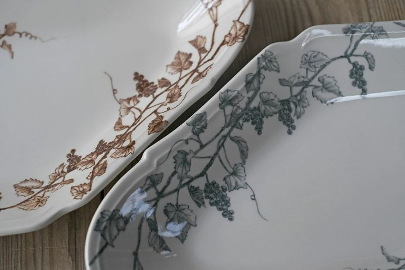 日本製の陶器のプレート