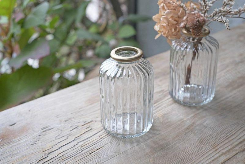 ガラスの小さな花瓶