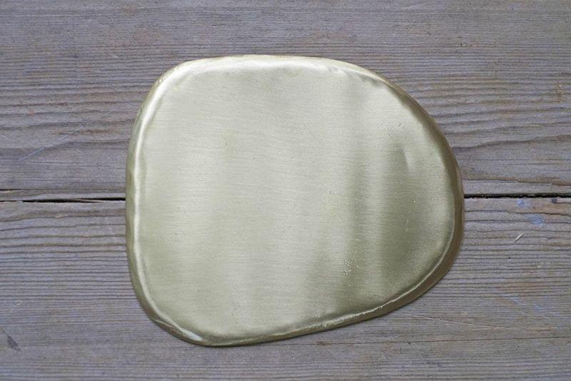 真鍮でできたおしゃれなトレイ