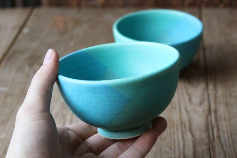 飯沼耕市による色彩碧釉の茶碗