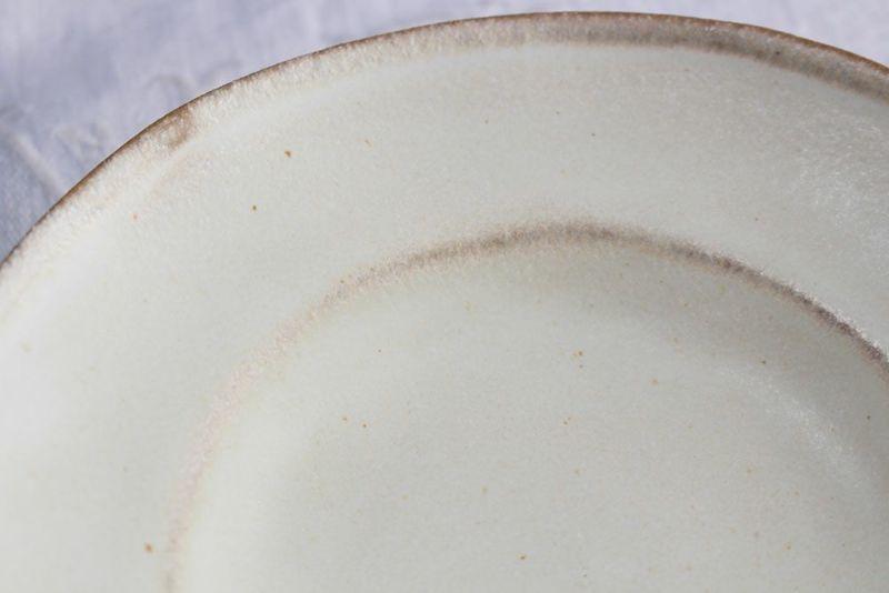 手作りの浅い小皿