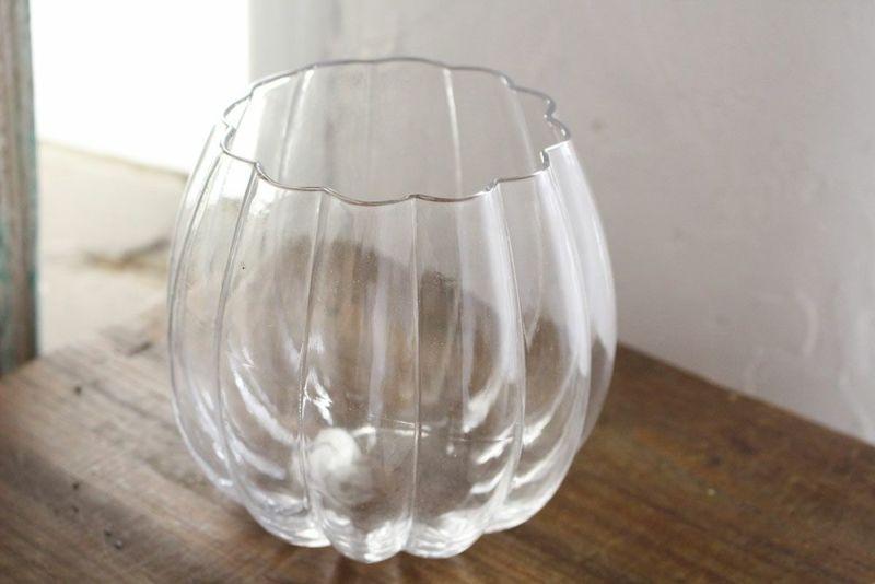 ガラスのおしゃれな花瓶