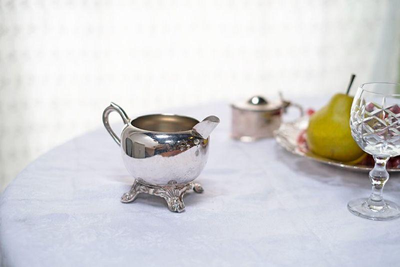 シルバープレートのミルクジャグ