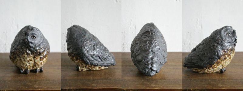 陶器のフクロウのオブジェ