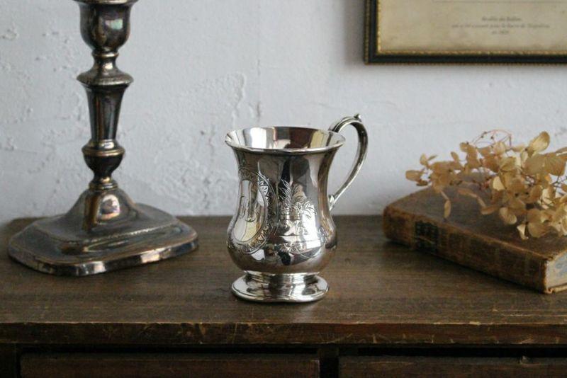 シルバープレートのマグカップ