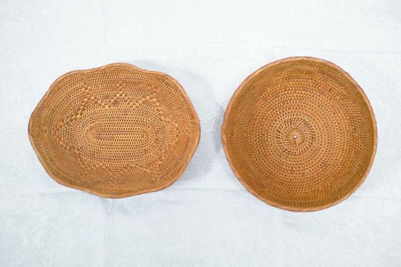 アタ製の手編みのバスケット
