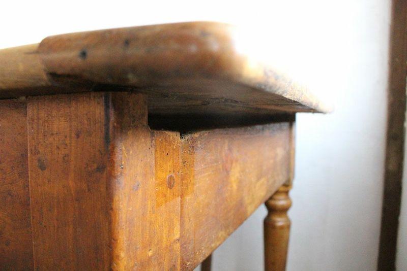 天板と幕板の隙間