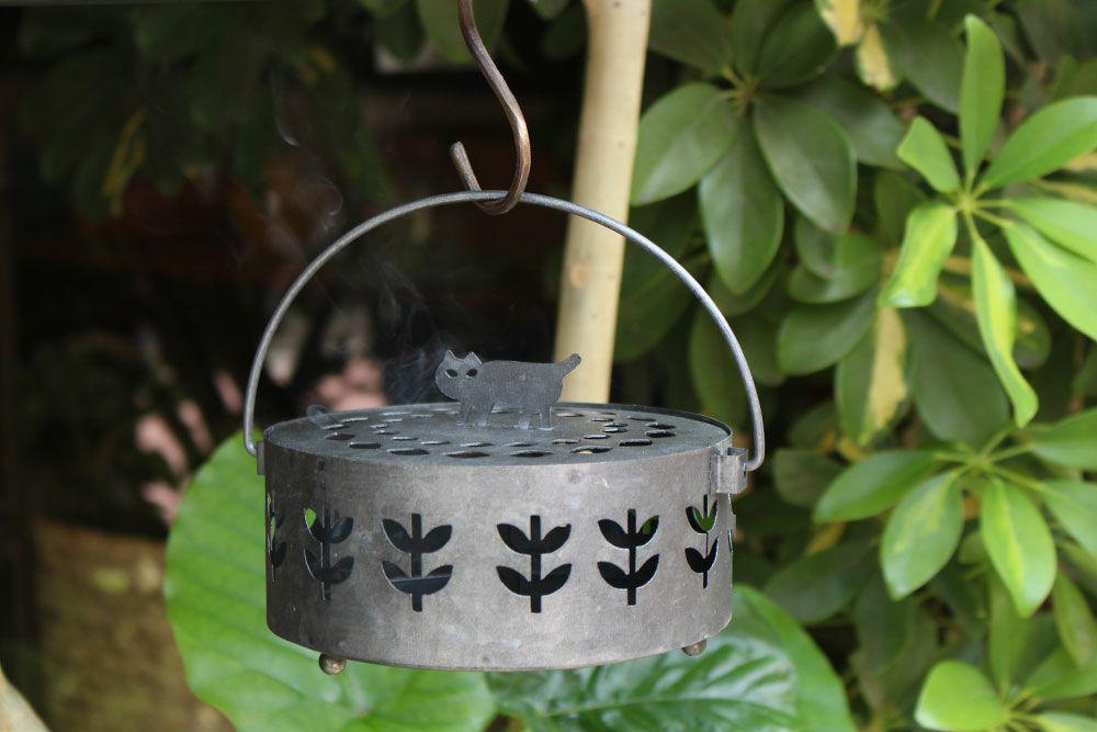 ブリキの蚊取り線香ホルダー