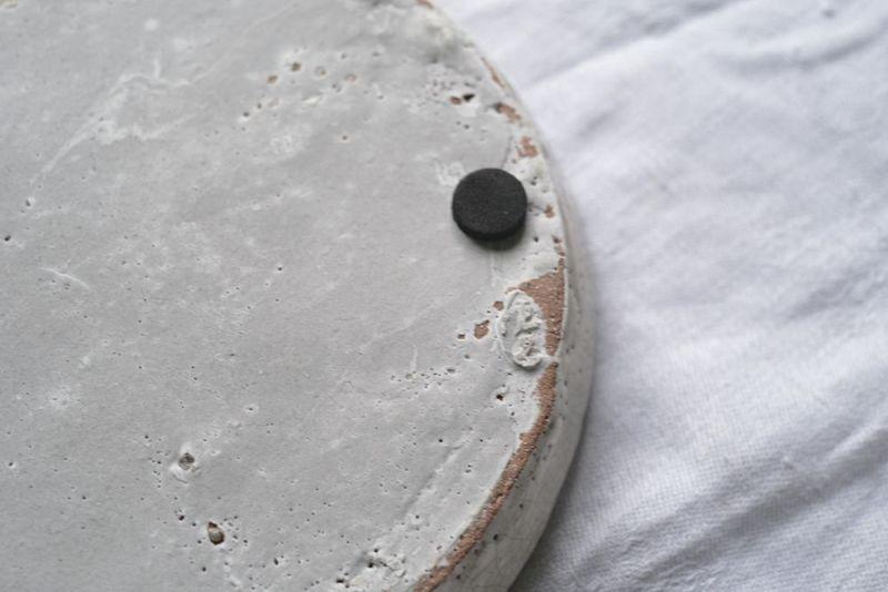プランターの陶器のソーサー