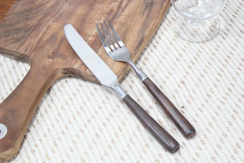 ビンテージ調のディナーナイフ