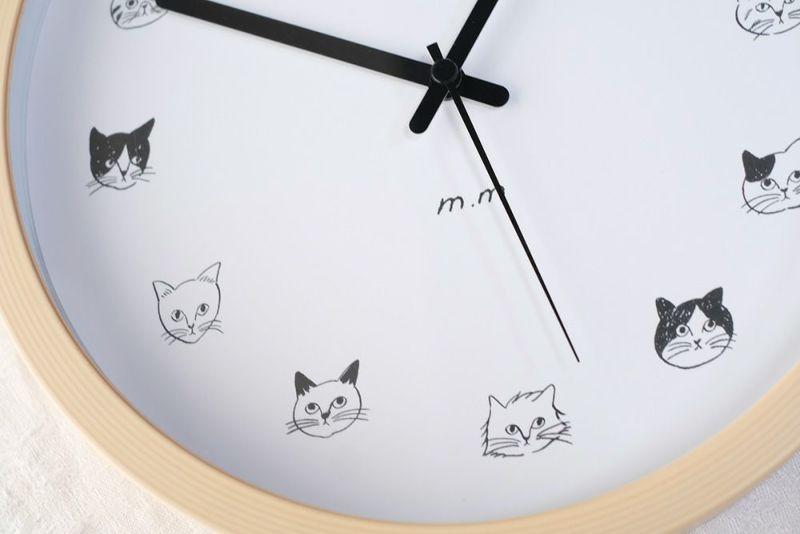 猫のイラストが入った壁掛け時計