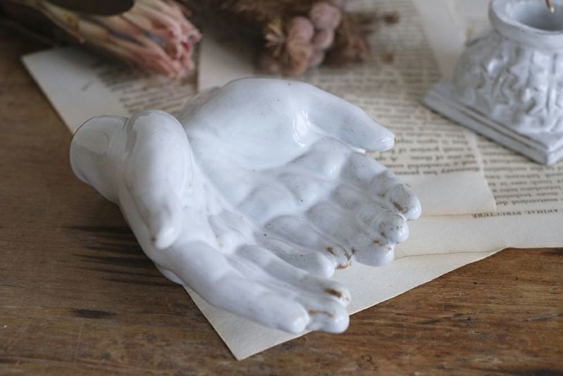 子供の掌のオブジェ