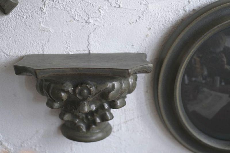 陶器のディスプレイシェルフ
