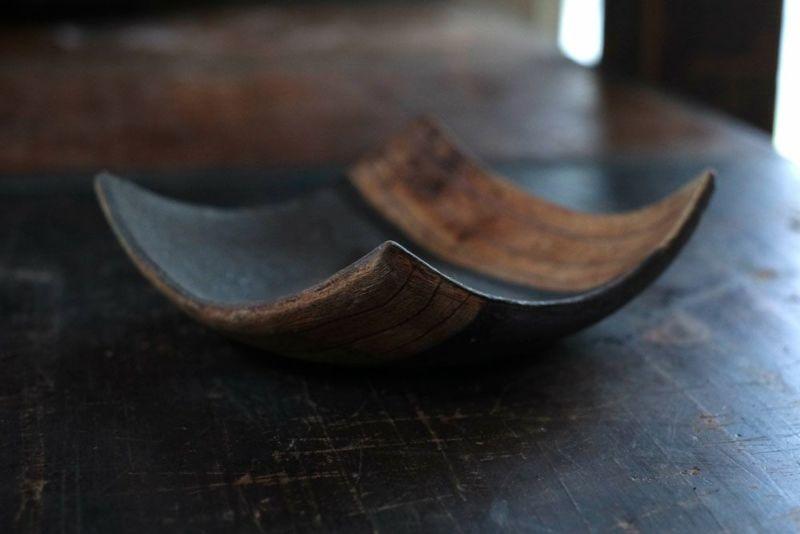 鉄黒の陶器