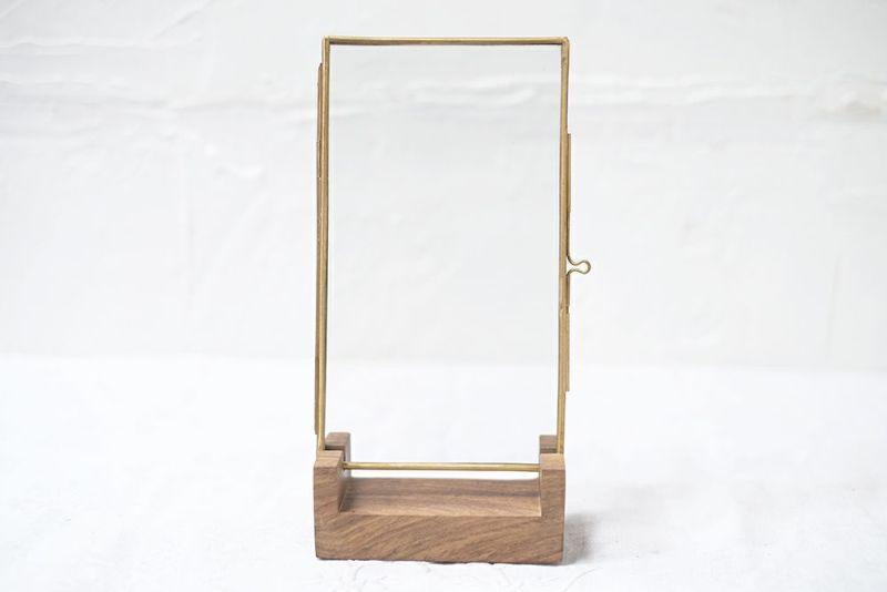 木製のスタンド付きブラスフレーム