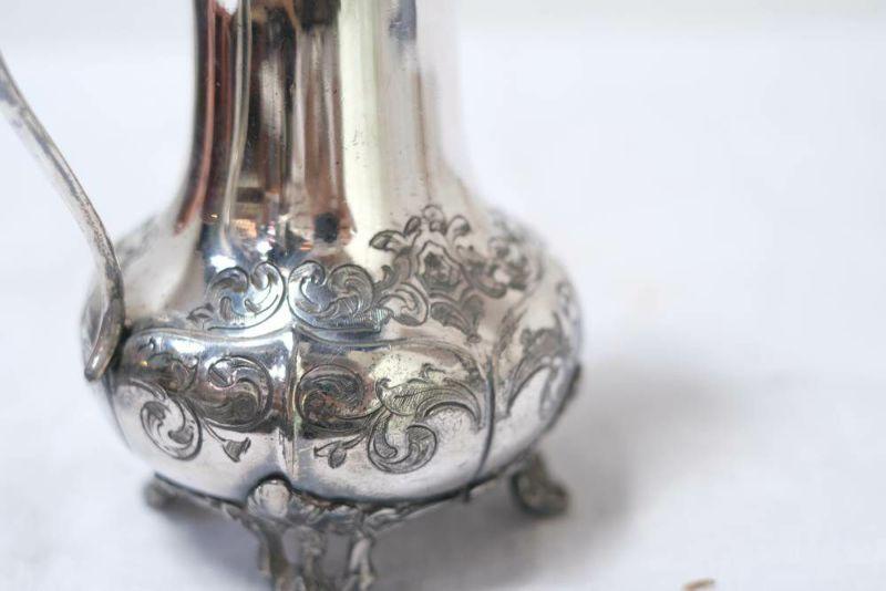 ビクトリアン調のアンティーク銀ジャグ模様